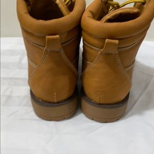 Shoes - Ladies size 8 lace up work boot style